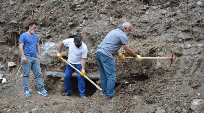 İnşaat kazısında lahit mezar bulundu