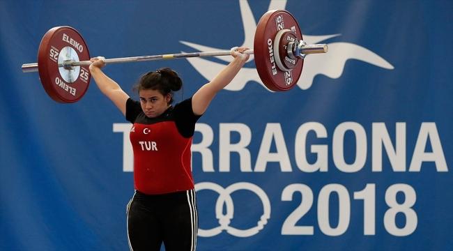 Milli halterci Dilara Narin'in 2018 Gençlik Olimpiyatları'ndaki madalyası 'altın' oldu
