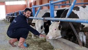 Devlet desteğiyle modern hayvan çiftliğinin sahibi oldu