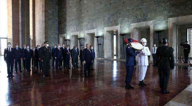 TBMM Başkanı Şentop ve yeni Başkanlık Divanı üyelerinden Anıtkabir'e ziyaret
