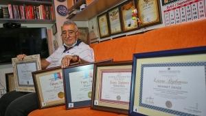 80 yaşındaki 'Süper Dede' beşinci üniversite diplomasına kavuştu