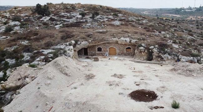 İsrail'in yıkımları Filistinli ailelerin zorunluluktan mesken tuttuğu mağaralara ulaştı