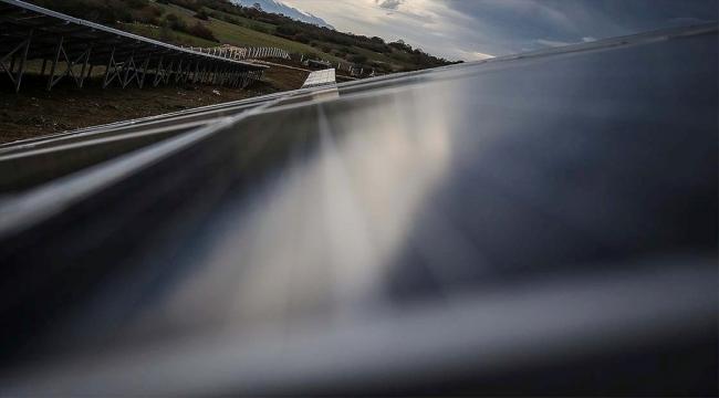 'Made in Türkiye' damgalı güneş panelleri üretim bandından iniyor