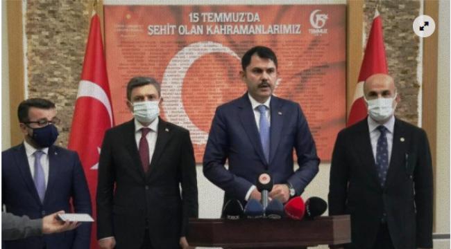 """Çevre ve Şehircilik Bakanı Kurum: """"5 bina yıkıldı, enkaz altında vatandaşlarımız var"""""""