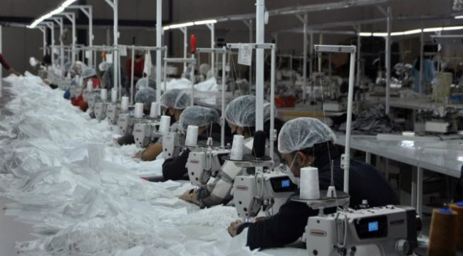 Yüksekova'da dünyaya maske üretiyor